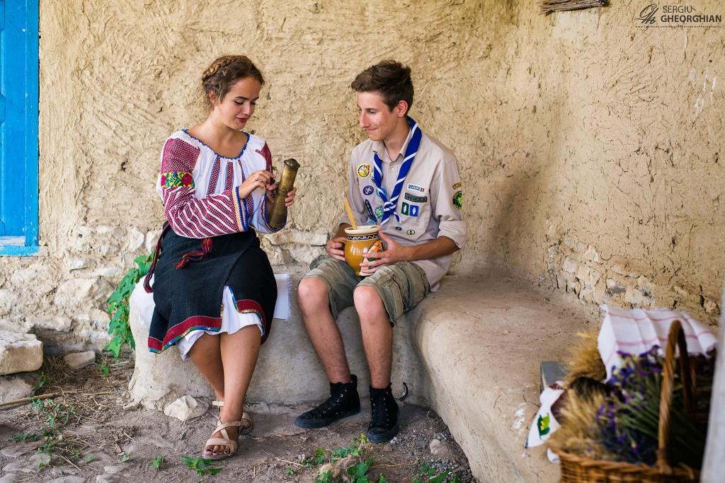 Exploratori în costume naționale la Cetatea Argamum - Capul Dolosman.